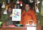 Die beiden Vorsitzenden verkaufen den Kalender auf dem Adventsmarkt 2017